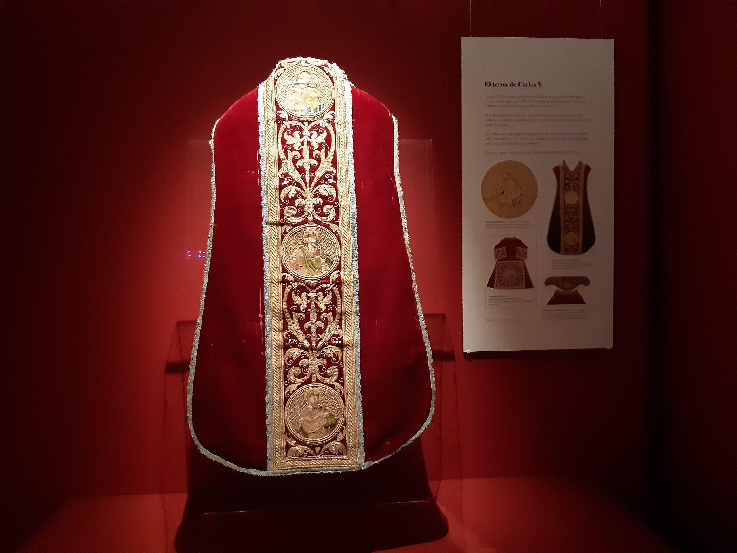 Casulla roja Segura Pieza invitada Museo Catedral agosto 20